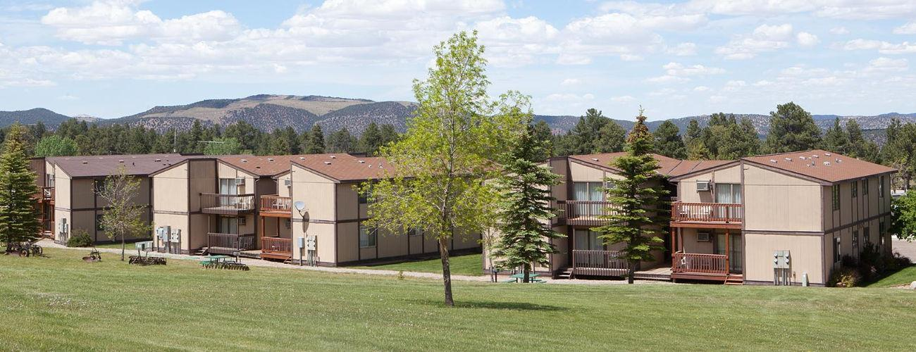 Flaming Gorge Resort - Lodging & Camping
